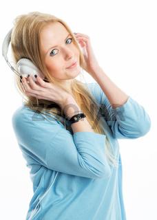 junges mädchen mit kopfhörer