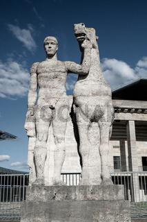 Ross und Reiter von Joseph Wackerle, Olympiastadion