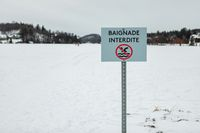 No swimming signboard on ice in french