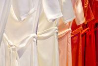 Kleider in einer Reihe Dresses in a row