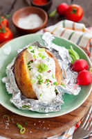 Baked potato woth sour cream