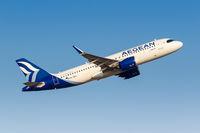 Aegean Airlines Airbus A320neo Flugzeug Flughafen Athen in Griechenland