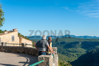 Aussichtsterrasse in Saint-Cezaire-sur-Siagne