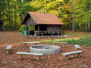 Grillhütte mit Grillstelle und Feuerplatz
