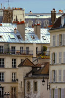 Smal house with tower in Paris