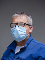 Man with tarnished glasses through the face mask