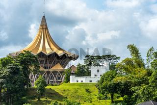Parlamentsgebäude und Fort am Nordufer des Sarawak Fluss in Kuching
