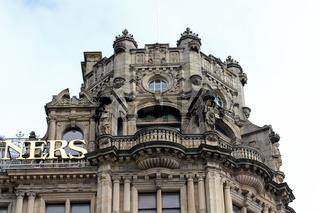 Viktorianischer Turmaufsatz am traditionsreichen Kaufhaus Jenners in Edinburgh