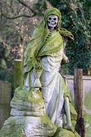 Skelett auf dem Melatenfriedhof in Köln