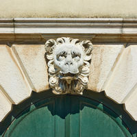 Lion head keystone