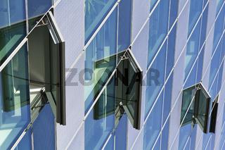 Moderne Glasfassade am Potsdamer Platz in Berlin - Modern Glass Facade at the Potsdam Square in Berlin