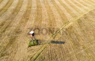 Hochsitz im Feld Luftbild