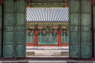 changdeok gung palace door
