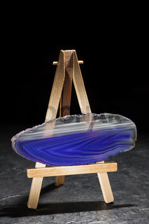 Blue and white agate slices standing horizontal
