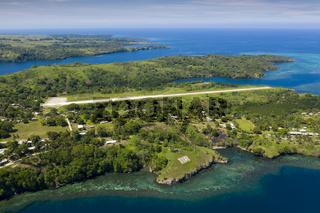 Blick auf Tufi mit Flugfeld, Papua Neuguinea