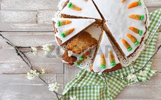 Moehrenkuchen mit Zuckerguss