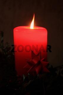 weihnachtskerze, rote stumpenkerze mit stern