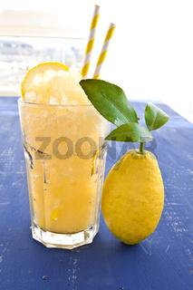 Hausgemachte Granita von frischen Zitronen