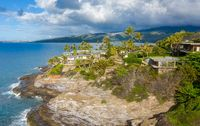 Luxury housing at Portlock spitting cave near Waikiki on Oahu