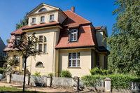 güstrow, deutschland - 07.06.2019 - saniertes altes haus