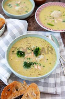 Herzhafte Brokkoli Blumenkohl Suppe