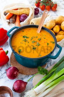 Herzhafte Kartoffelsuppe mit frischen Zutaten