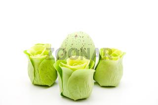 Rosenseife mit Osterei