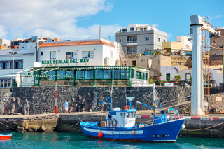 Fishing boat and seafood restaurants in Los Abrigos