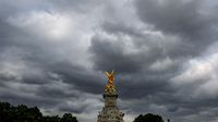 Ornate Queen Victoria Memorial in front of Buckingham Palace, London, england