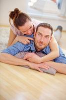 Glückliches Paar im Eigenheim