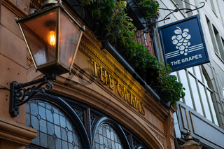 The Grapes Pub, George Street, Oxford, England