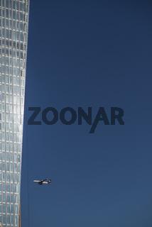 Neubau der Europäischen Zentralbank mit Flugzeug