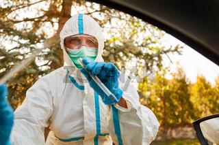 Coronavirus Schnelltest in Drive-In Teststation durch Speichelprobe