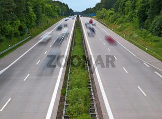 Zweispurige Autobahn