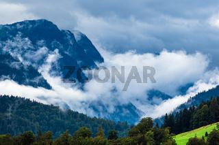 Landschaft mit Bergen und Bäumen im Berchtesgadener Land