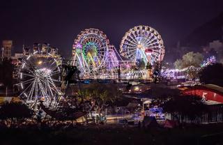 Lighting Ferris wheel in the night