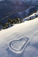 Herz im Neuschnee