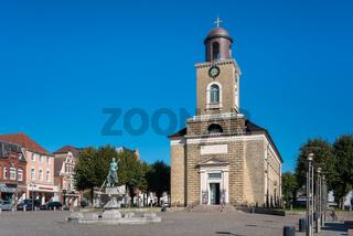Marienkirche und Tine Brunnen in Husum
