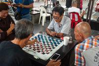 Singapur, Republik Singapur, Maenner spielen Chinesisches Schach in Chinatown