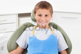 Lachendes Kind beim Zahnarzt