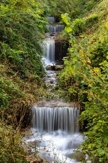 Kleiner Wasserfall am Brandis Waalweg in Lana bei Meran, Suedtirol