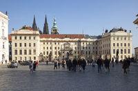 Pourists in front of Prague Castle, Prague, Bohemia, Czech Republic, Europe