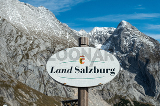 Grenze am Carl-von-Stahl-Haus an der Grenze zu Österreich, NP Berchtesgarden, Deutschland