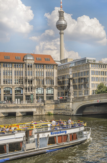 panoramaboot kreuzberg vor der friedrichsbrücke
