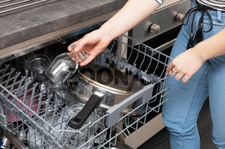 Operation of the dishwasher after the end of the cycle, i.e. removing washed dishes from the device.