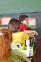 Klasse im Unterricht in der Grundschule