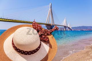 Women's wide-brimmed straw hat