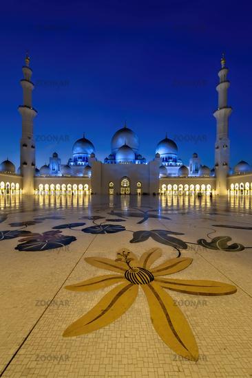 Abu Dhabi. United Arab Emirates. Sheikh Zayed Grand Mosque at dusk.