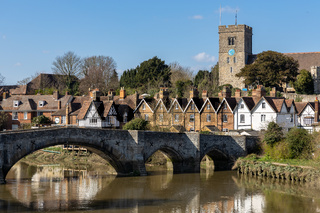 AYLESFORD, KENT/UK - MARCH 24 : View of the 14th century bridge and St Peter's church at Aylesford on March 24, 2019
