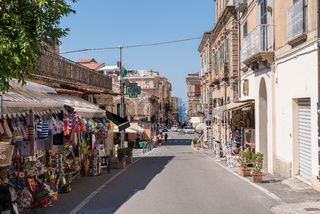 Flair einer alten Einkaufsstrasse im italienischen Kalabrien